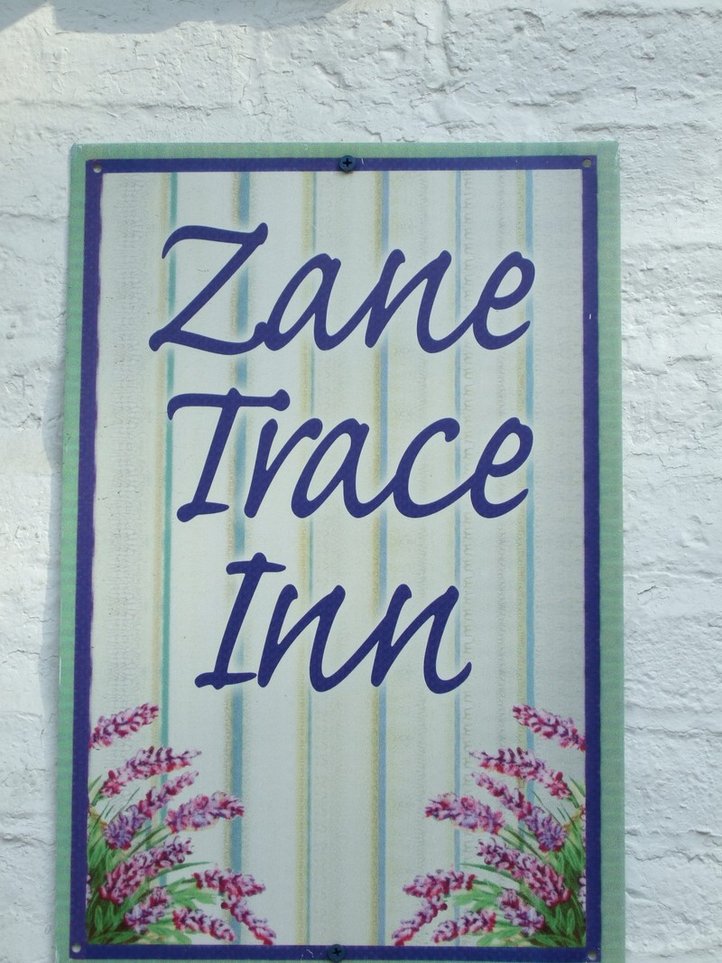 Zane_trace_inn_sign